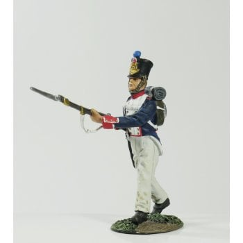 Britains 36090 - Napoleonic French Line Infantry Fusilier Advancing at Attack March No.1